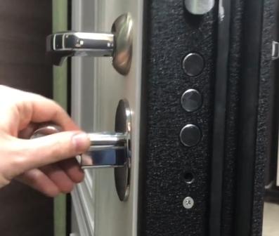 Замена личинки замка на металлической двери