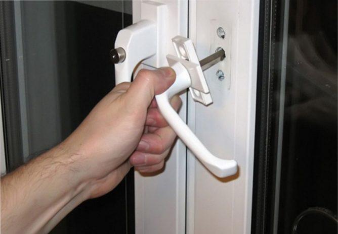 Ремонт ручек на пластиковой двери