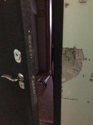 Вскрытие замка входной двери в квартиру, которую пытались открыть сами клиенты