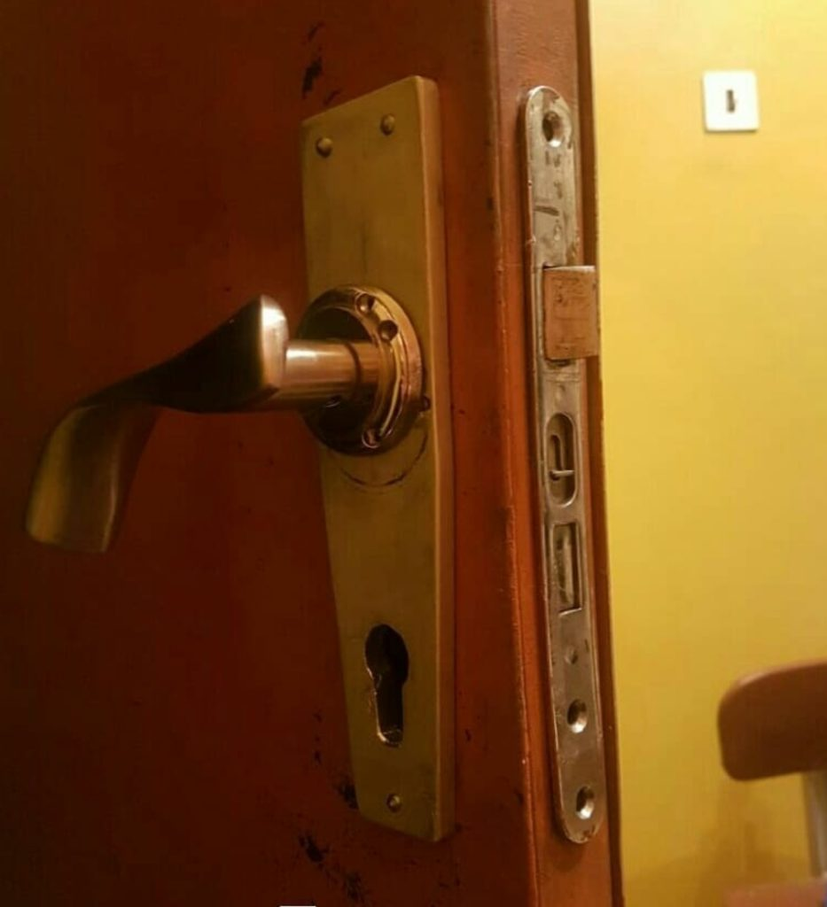 Комплексная замена личинки замка, корпуса замка, ручки на входной металлической двери