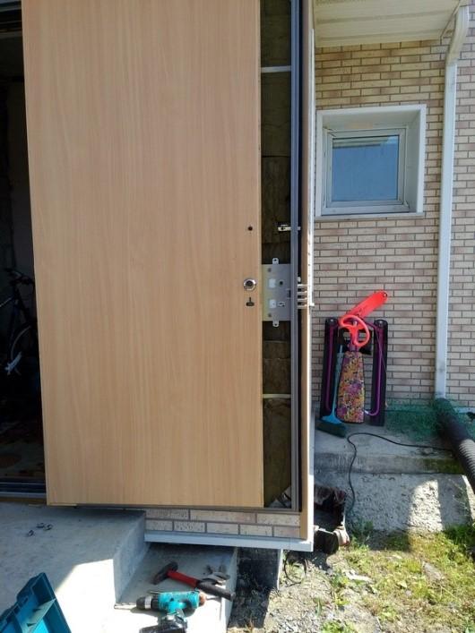 Ремонт замка, демонтаж двери и МДФ-панели
