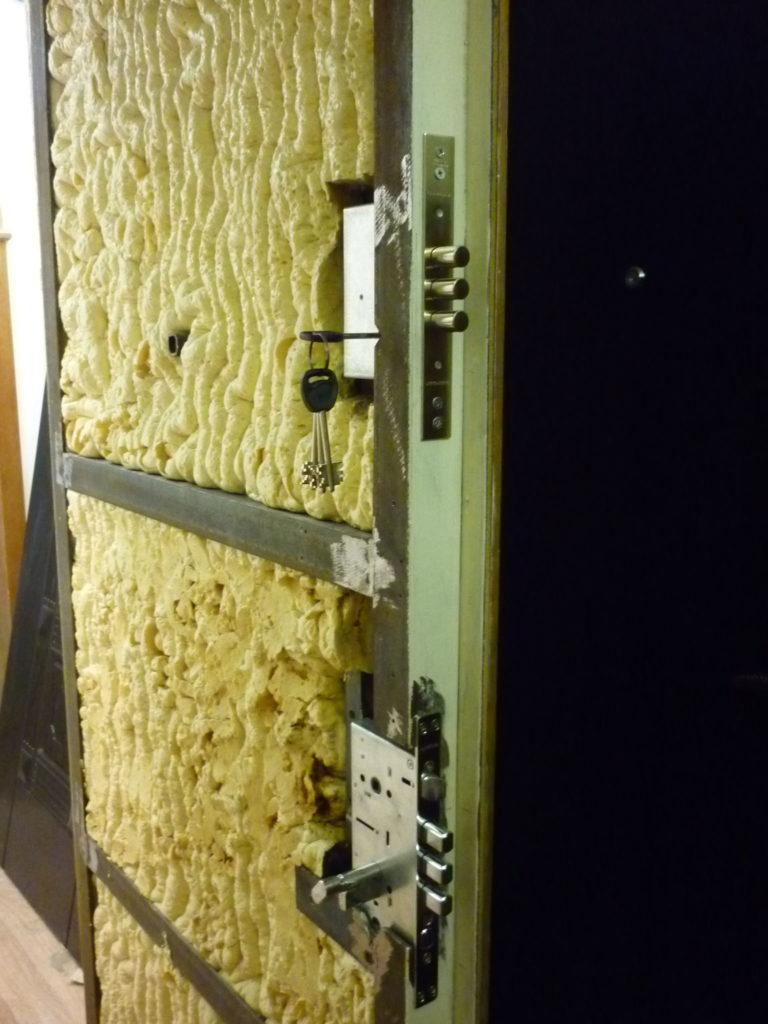 Установка замка с разбором двери