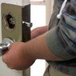 Срочный ремонт ручек на межкомнатной двери